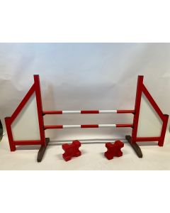 Horse jumping red (closed) complete with two jumping beams, 4 suspension supports and 2 cavaletti blocks